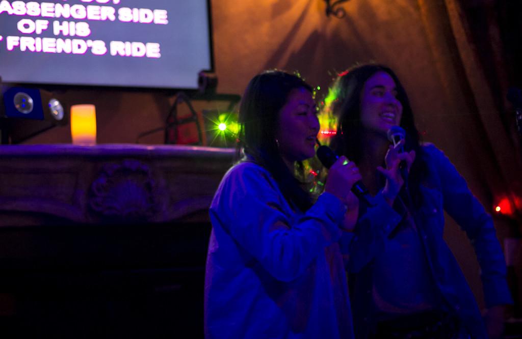 karaoke-2-grils
